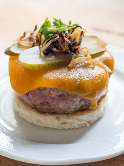 Cheese burguer, pickle, roasted onion, beef, foodies, chef, cook, home chef, madrid, rosa veloso