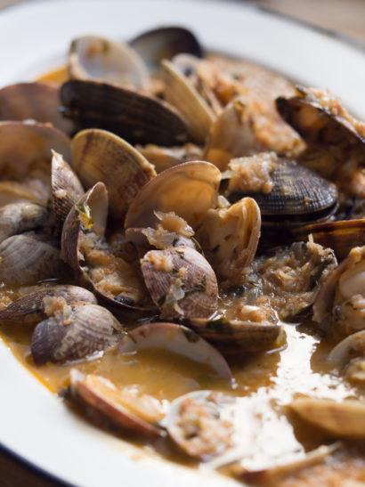 almejas marinera, clams, seafood, shellfish, Spanish food, comida española, mediterranean, foodies, chef, cook, home chef, madrid, rosa veloso