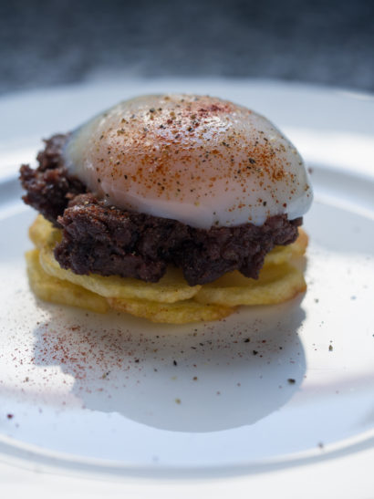 morcilla, patatas, huevo, sous vide egg, sweet blood sausage, chips, Spanish food, comida española, foodies, chef, cook, home chef, madrid, rosa veloso