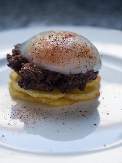morcilla, patatas, huevo, sous vide egg, sweet blood sausage, chips, Spanish food, comida española, foodies, chef, cook, home chef, madrid, rosa veloso