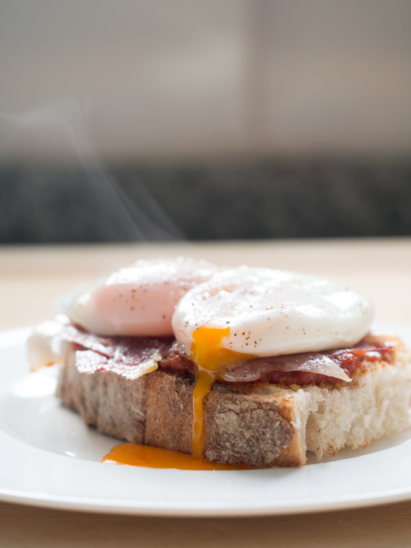 huevos escalfados, jamón, poached eggs, ham, bread, mediterranean, foodies, chef, cook, home chef, madrid, rosa veloso